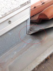 04 Hauptursache für den Wassereintritt ist die nicht verlötete Ecke und die Entwässerung der Kehle d